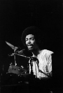 CIRCA 1977:  Musician and poet Gil Scott-Heron performs onstage in circa 1977. (Photo by Michael Ochs Archives/Getty Images)